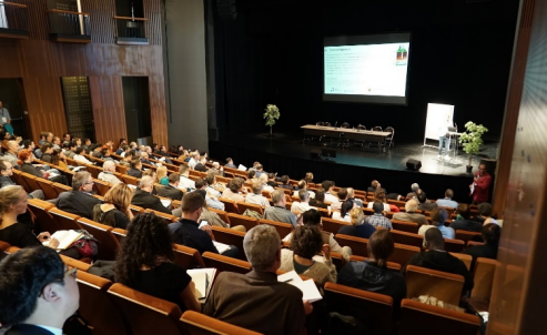Keynote session during the Paris conference